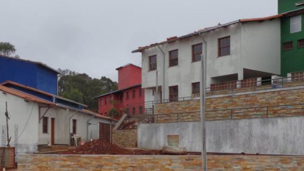 Vista frontal casa 03 e casa 04